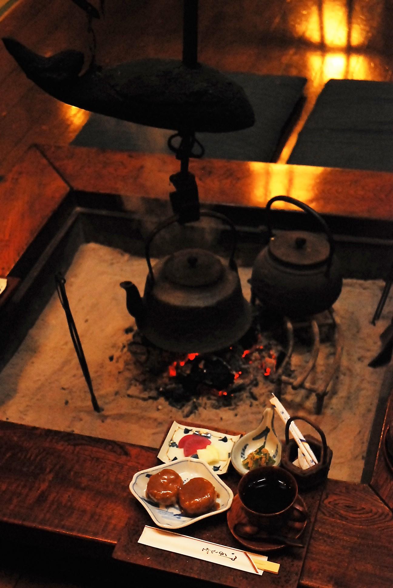 囲炉裏を囲んで郷土料理を食べよう!【かなめや】