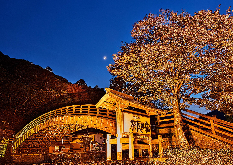 暮れ行く木曽の大橋