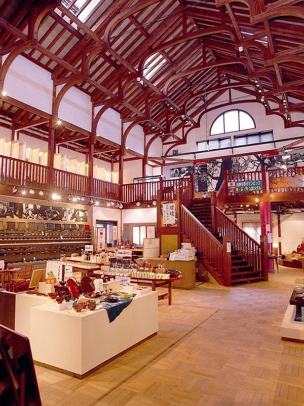 木曽くらしの工芸館の階段