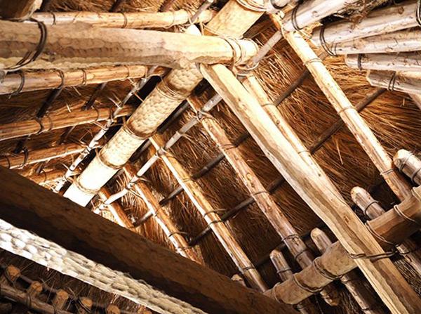 復元住居内観屋根